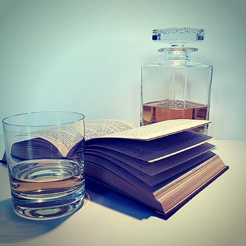 Spirituosen und Buch