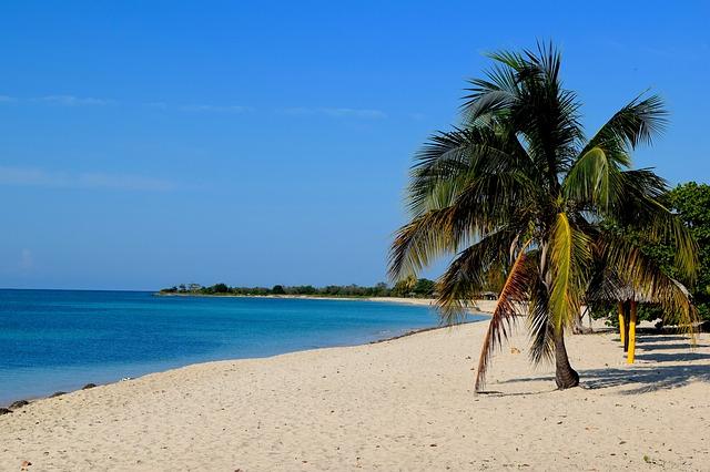 beach-2356300_640
