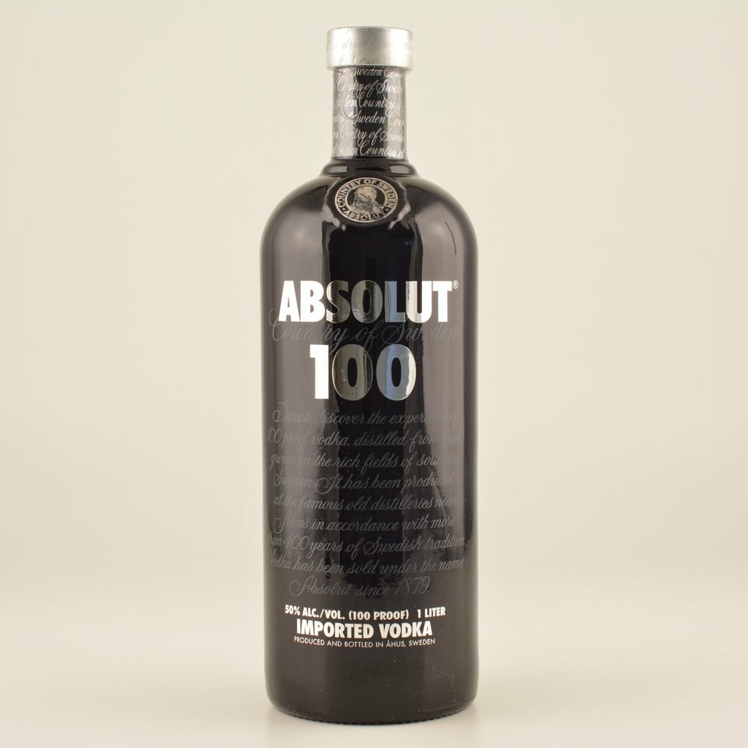 absolut vodka 100 black 50 1 0l 29 90. Black Bedroom Furniture Sets. Home Design Ideas